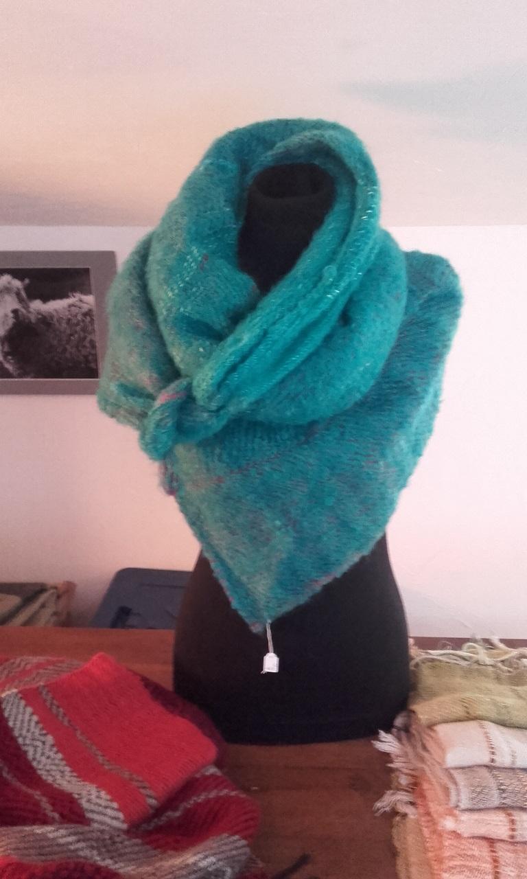 Traditioneel weven, prachtige sjaals en poncho's, Rochebaudin