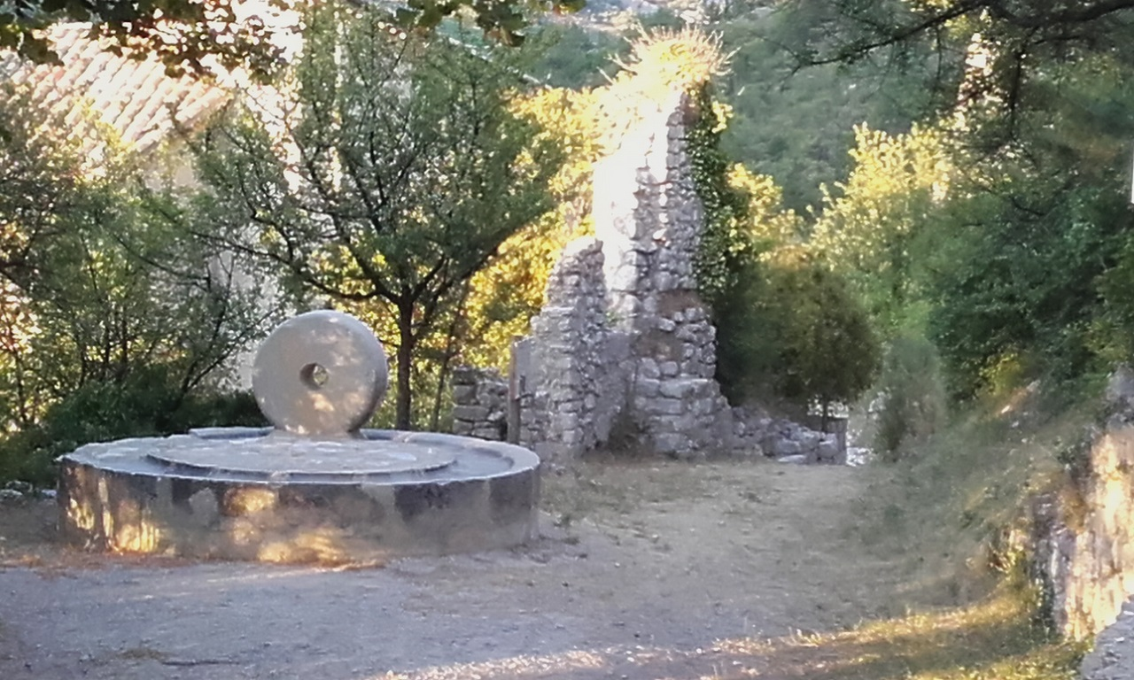 Sahune, Le vieux village
